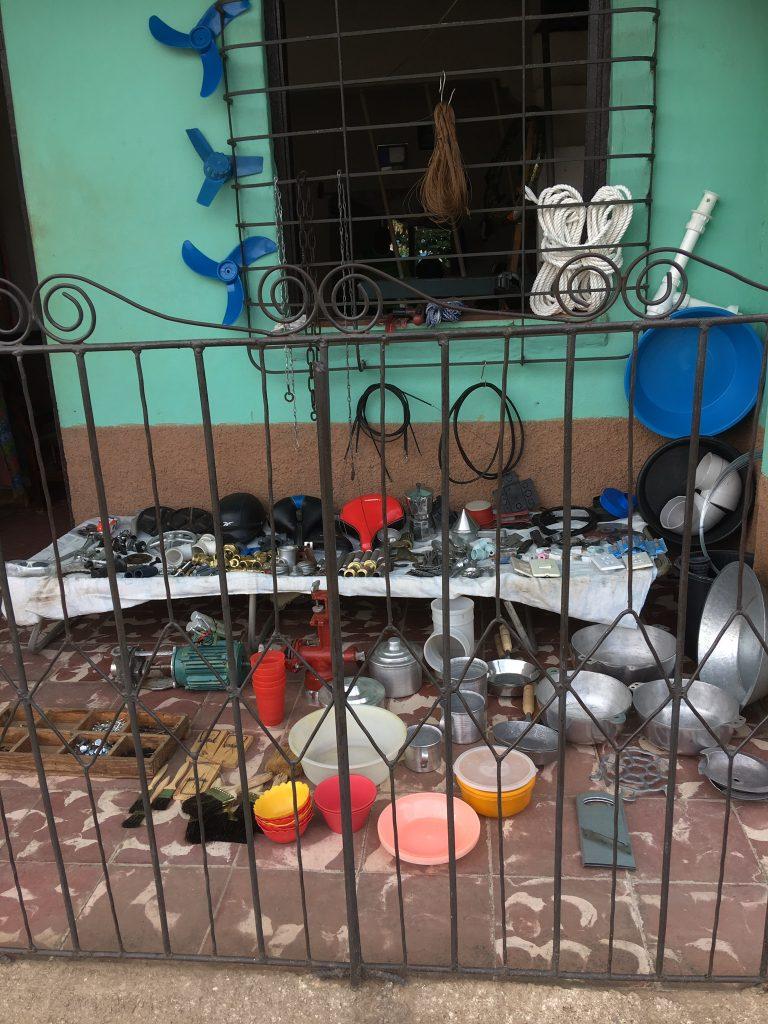 Mye kan kjøpes på gata på Cuba. Vi arrangerer din drømmetur til Cuba.