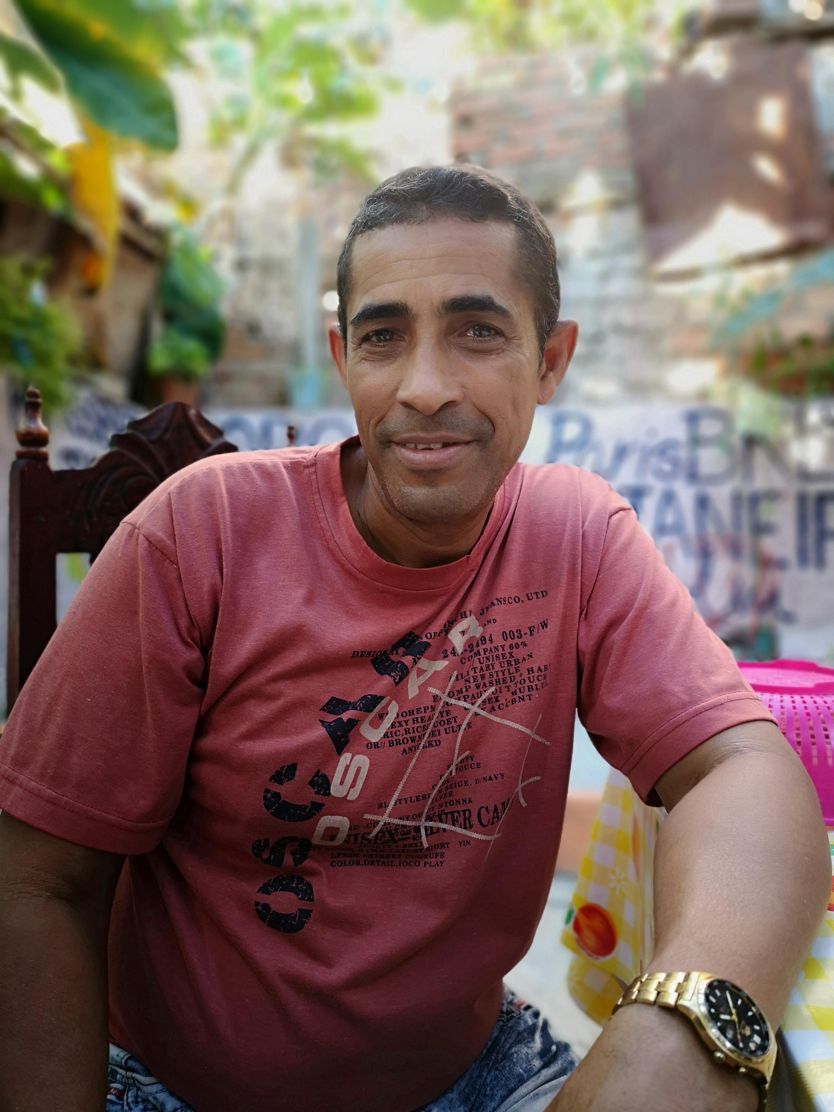 Alejandre jobber som guide for Cubakone travels
