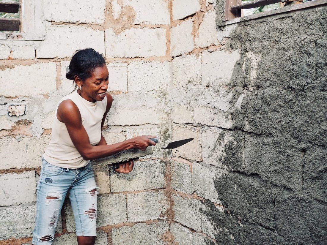 Vi hjelper deg å planlegge din Cuba tur. Taymara jobber.